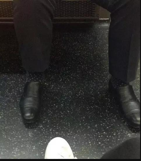 Kwikku, Karna salah pake kaos kaki kaki orang ini nampak menghilang guys