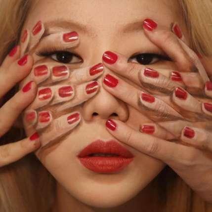 Kwikku, Dengan banyaknya jari di wajahnya ini terlihat seperti banyak tangan Namun tidak pemirsa Itu hanyalah lukisan ilusi visual karya Dian Yoon