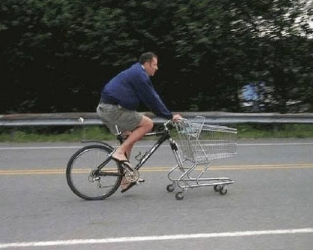 Kwikku, Kalian punya sepeda yang rusak di rumah Coba ikuti inovasi pria yang satu ini Ia mampu menyihir sepeda rusak menjadi speda belanja