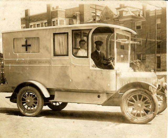 Kwikku, Inilah penampilan mobil ambulans ketika pertama kali baru tercipta mesik gerak seperti ambulan yang sekarang ini Tapi penampakannya sangat jadul banget