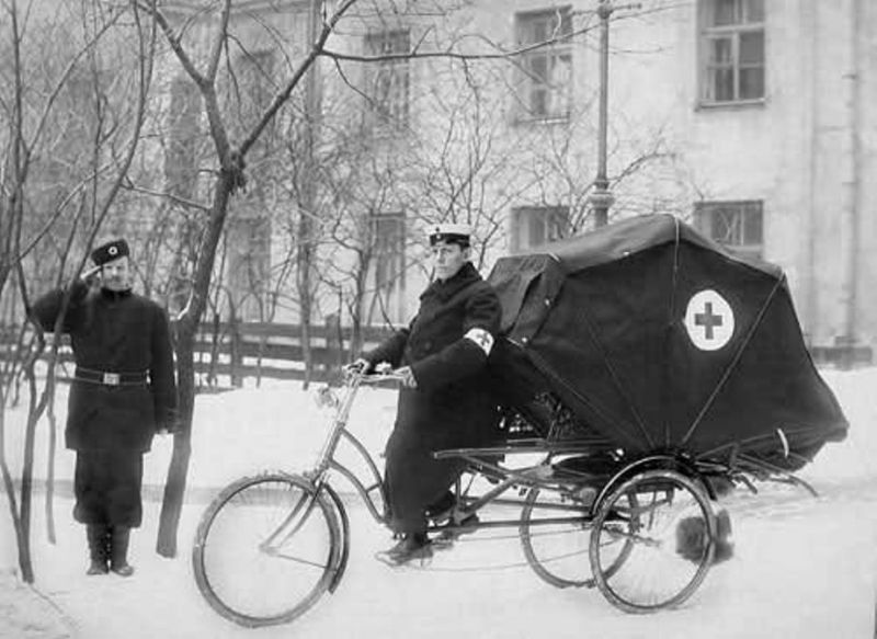 Kwikku, Karena masih sedikitnya fasilitas kesehatan pada jaman dulu ada juga loh ambulans yang merupakan terbuat dari sepeda roda