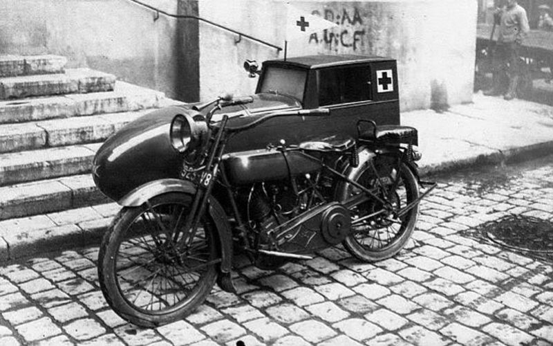 Kwikku, Selain memiliki roda  ambulans jaman dulu banyak juga yang beroda  seperti tampilan ambulans yang terbuat dari motor roda dua ini guys