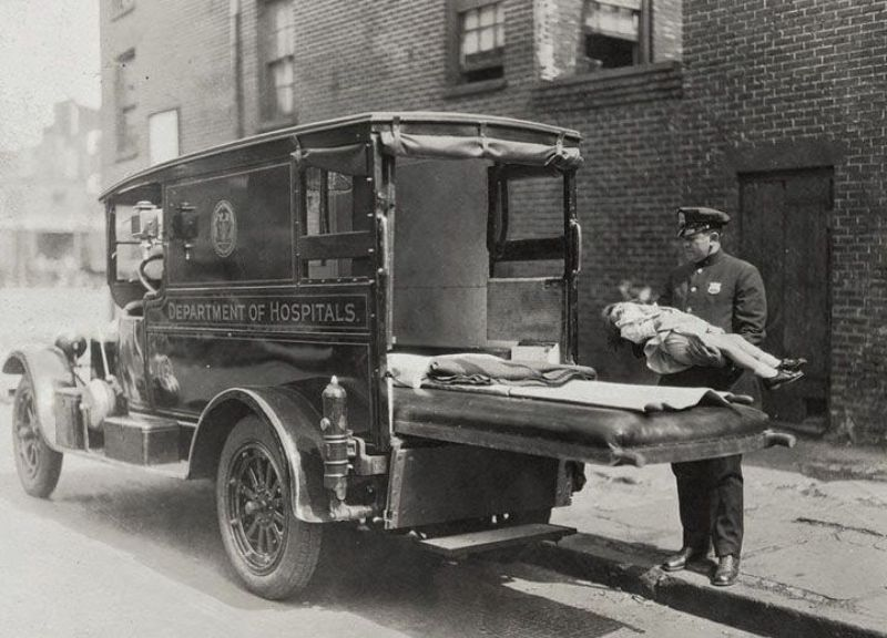 Kwikku, Jadi seperti ini tampilannya ketika sang petugas mengangkut seorang pasien ke dalam mobil ambulansnya cukup berbeda ya