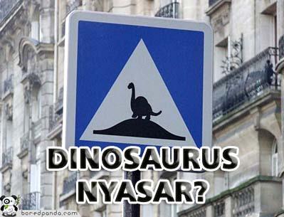 Kwikku, Entahlah tapi penulis gak salah liat kan kalau binatang yang di rambu lalu lintas ini dinosaurus