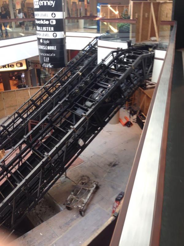 Kwikku, Pemandangan eskalator yang dilucuti covernya