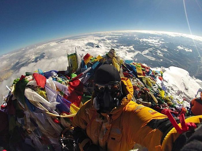 Kwikku, Percaya atau gak beginilah potret puncak gunung Everest Banyak sampahnya