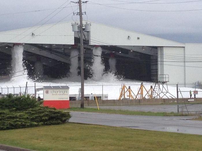 Kwikku, Inilah yang terjadi jika sistem anti kebakaran dalam hangar pesawat diaktifkan