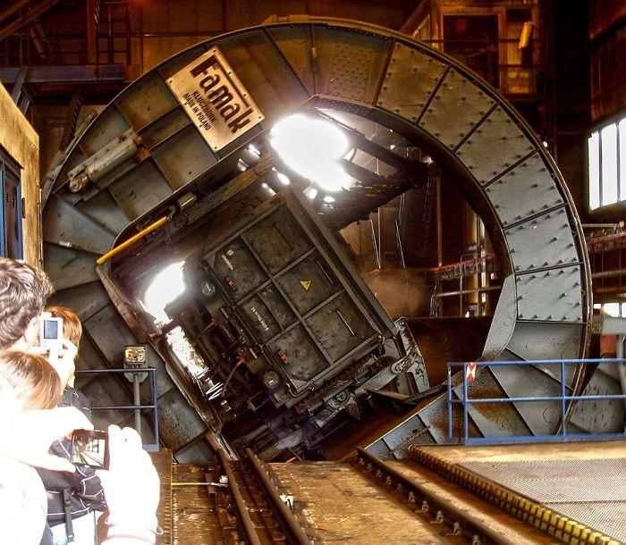 Kwikku, Proses menuangkan batu bara dari pengangkutnya