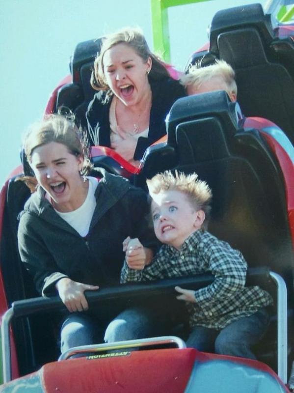 Kwikku, Waduh Emak gak nanggungnanggung nih Udah tau takut naik Roller Coaster tapi masih juga di paksa jadinya ya kayak gini
