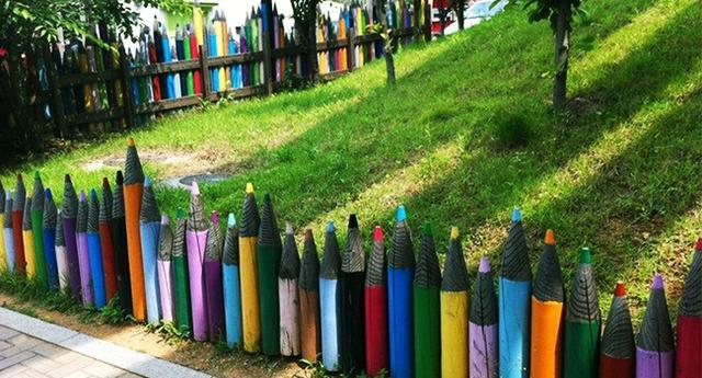 Kwikku, Pagar ala pensil warna