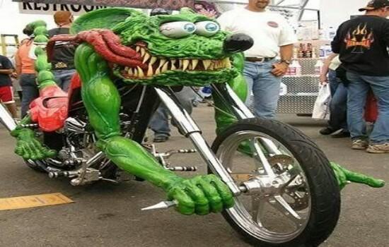 Kwikku, Wah Motor yang satu ini mirip dengan monster sob Kayaknya motor yang satu ini akan di bawa ke sebuah pameran keren banget modif ya