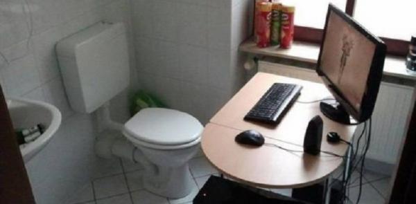 Kwikku, Sejak kapan ide untuk menaruh Perangkat PC di toilet menjadi ide yang bagus