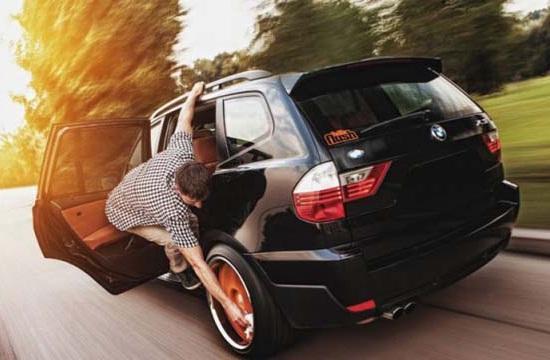 Kwikku, Inilah cara membersihkan ban mobil gaya jaman now