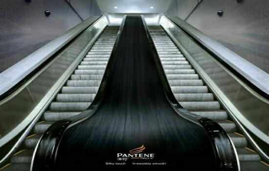 Kwikku, Eskalator yang satu ini di desain dengan iklan di tengahnya Seperti rambut asli