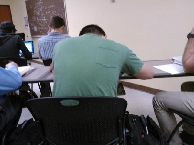 Kwikku, Udah di dalem kelas juga dia masih belum sadar kalo bajunya kebalik