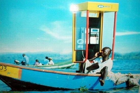 Kwikku, Di sana ada telepon umum di atas perahu guys