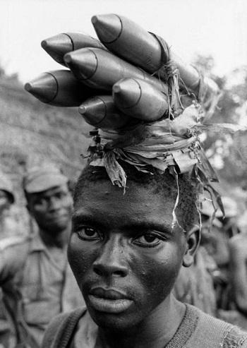 Kwikku, Cuma di zimbabwe ada ibuibu yang bawa peluru raksasa beginaian di atas kepala