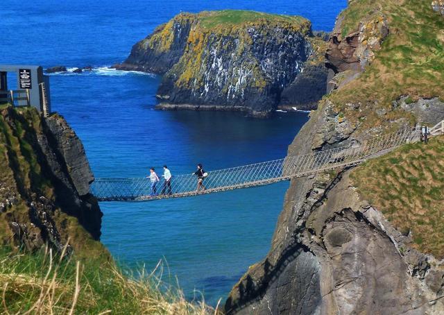 Kwikku, Sungguh pemandangan yang indah dari Jembatan Carrick arede Irlandia bisa bikin dengkul gemetaran