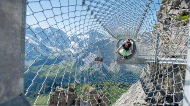 Kwikku, Thrill Walk merupakan jembatan yang terdiri dari serangkaian kawat baja yang terletak di negara swiss jangan kaget dengan ketinggiannya