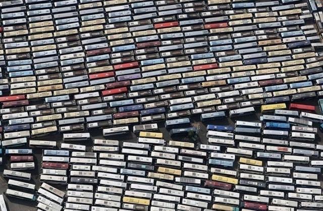 Kwikku, Ini bukan tumpukan kaset tetapi adalah antrian bus jemaah haji di arab