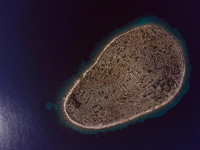 Kwikku, Pulau itu nampak seperti sidik jari manusia