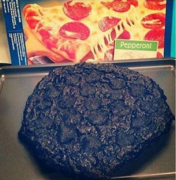Kwikku, Niatnya mau buat pizza sendiri tetapi malah hangus kayak gini