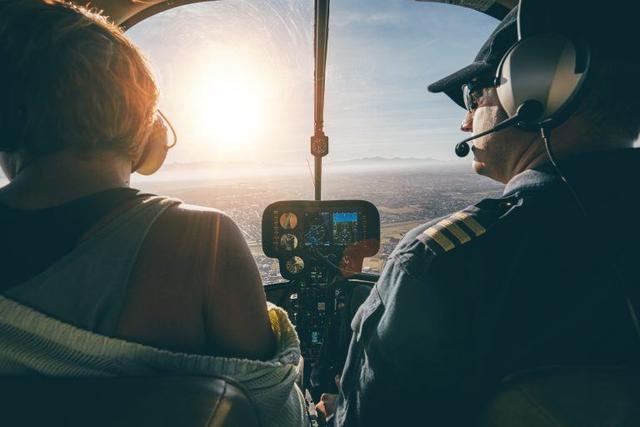 Kwikku, Pilot menggunakan parasut