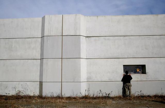 Kwikku, Dinding ini awalnya hanya  meter saja dan kemudian di perbaharui hingga mencapai  meter