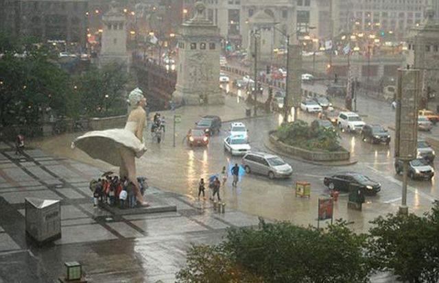 Kwikku, Dari pada susahsusah cari bangunan dekat atau meminjam payung kepada orang terdekat mendingan kita manfaatkan patung yang awalnya tak berguna itu wkwkwk
