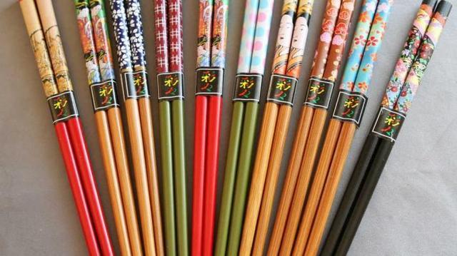 Kwikku, Sangat di sayangkan ternyata ada sebanyak  juta pohon yang berusia sekitar  tahun di tebang di Negara China hanya untuk kebutuhan pembuatan sumpit pada setiap tahunnya