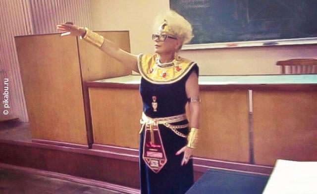 Kwikku, Guru sejarah ini cukup menarik perhatian muridmurid untuk belajar seputar pakaian khas pra sejarah