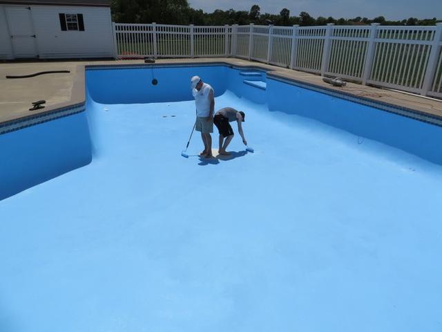 Kwikku, Ngecat kolam renang dari sudut yang salah Terpaksa berjemur sampai kering nih