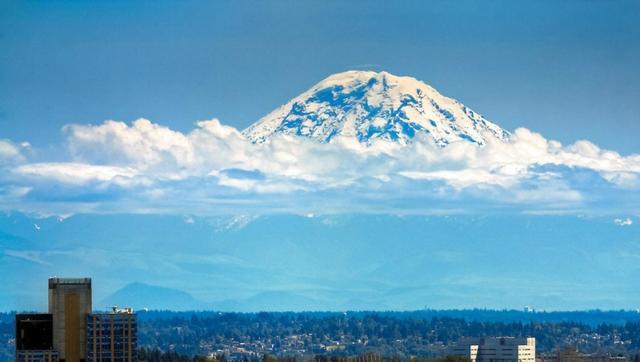 Kwikku, Gunung Rainer seperti mengantung di atas awan Indah tanpa edit sedikitpun