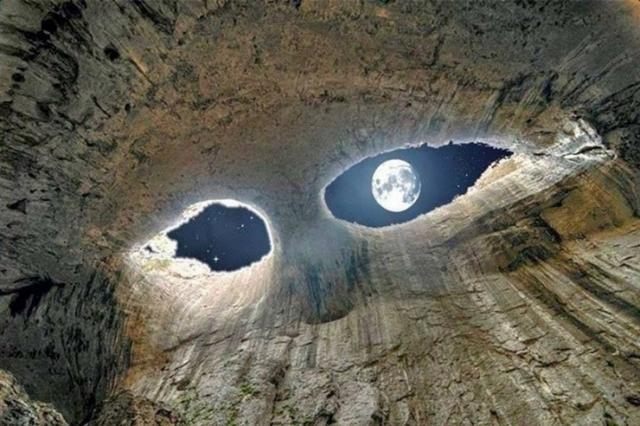 Kwikku, Sebuah gua yang memiliki lubang seperti mata gua ini di namakan mata dewa