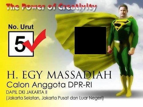 Kwikku, Saking pengennya terlihat seperti superhero baju batman sampai dirubah warnanya jadi hijau Hahaha