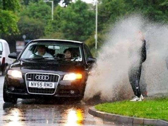 Kwikku, Pas lagi nunggu taxi tibatiba sebuah mobil mewah melintas dengan sepercik oleholeh yang akan selalu terkenang sepanjang hidup kalian