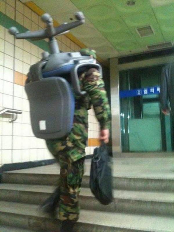 Kwikku, Mungkin tentara yang satu ini sedang stres wkwkwkwk