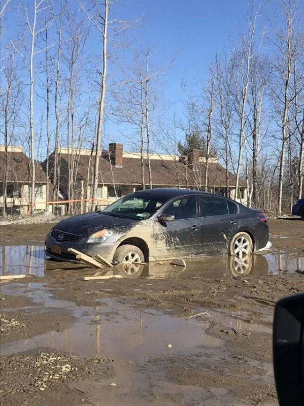 Kwikku, Mungkin karena banjir semalam ya Udah tau jalanan gak aman masih aja tetap maksa bawa mobil