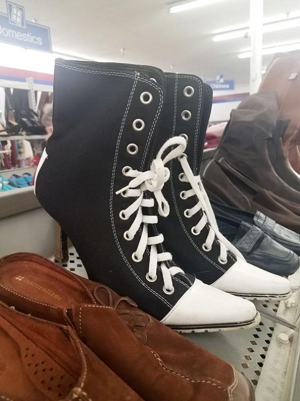 Kwikku, Kini telah tersedia High Heels ala sepatu kompas nih guys wkwkwkwkwk Barang ini sangat unik saking uniknya bisa bikin semua orang tercengang