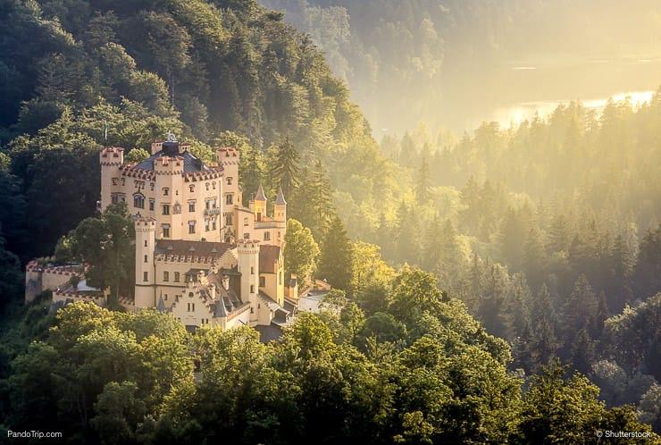 Kwikku, Kastil Hohenschwangau yang menjadi rumah masa kecil Ludwig II Terletak di Schwangau Jerman