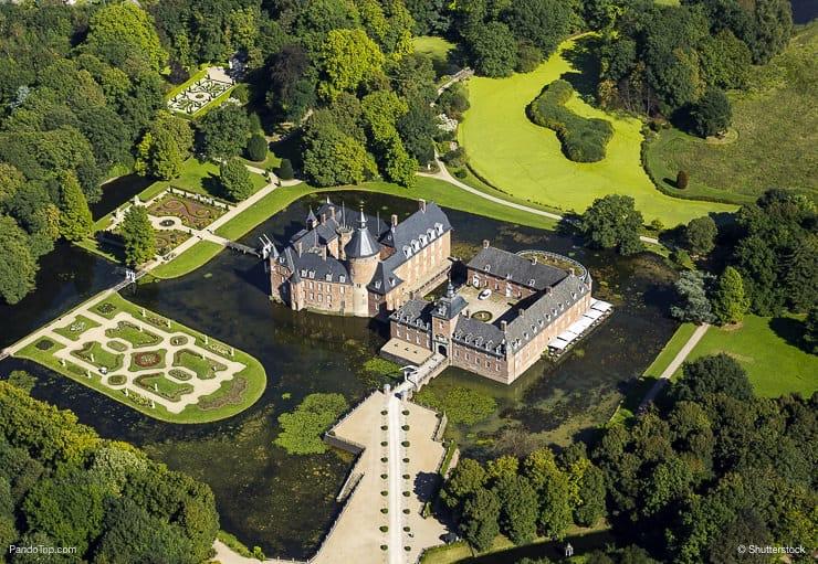 Kwikku, Kastil sederhana yang sangat indah dan hijau Kastil Anholt yang berlokasi di Isselburg Jerman