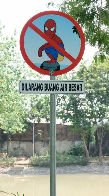 Kwikku, Spiderman BAB lupa buka celana tuuh guys