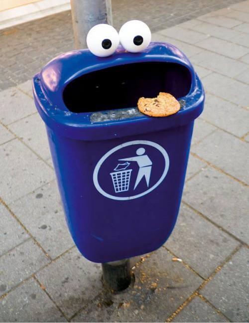 Kwikku, Tempat sampah yang satu ini lagi minta sampah untuk di tampung nih guys