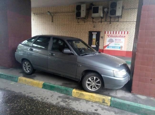 Kwikku, Nih mobil apa udah gak ada tempat parkir lain lagi yah Gimana masuk gimana keluarnya tuh