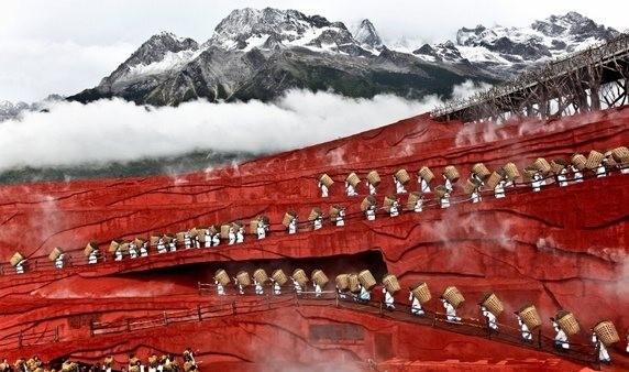 Kwikku, Gunung berawan di China ini terlihat seperti animasi
