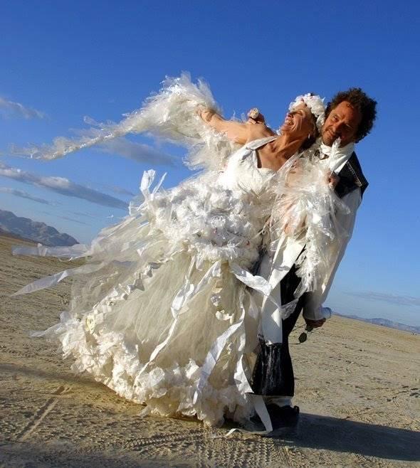 Kwikku, Gaun yang terbuat dari plastik Daripada dibuang mendingan dimanfaatkan jadi gaun cantik kayak gini deh Cantik kan