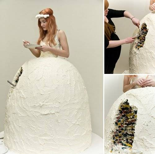 Kwikku, Kalo gaun yang ini nih terbuat dari kue guys Gimana caranya dia jalan yah
