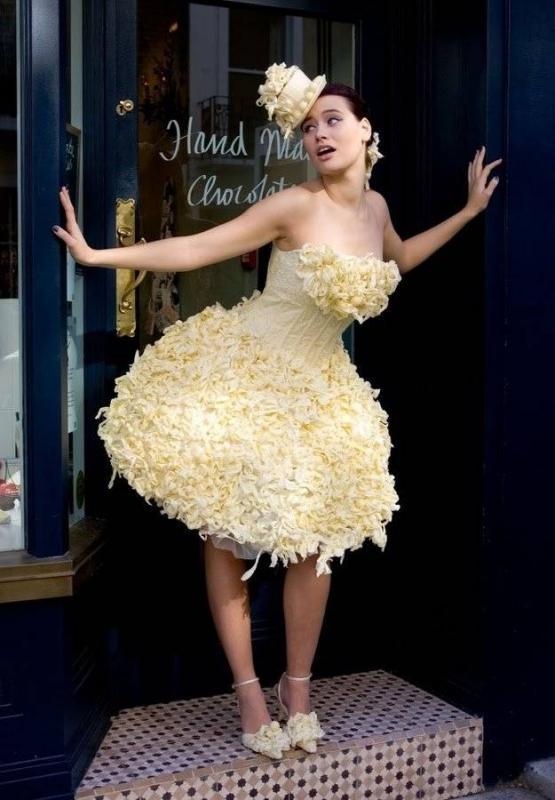 Kwikku, Gaun ini terbuat dari coklat putih loh Jadi kepengen makannya Hahaha