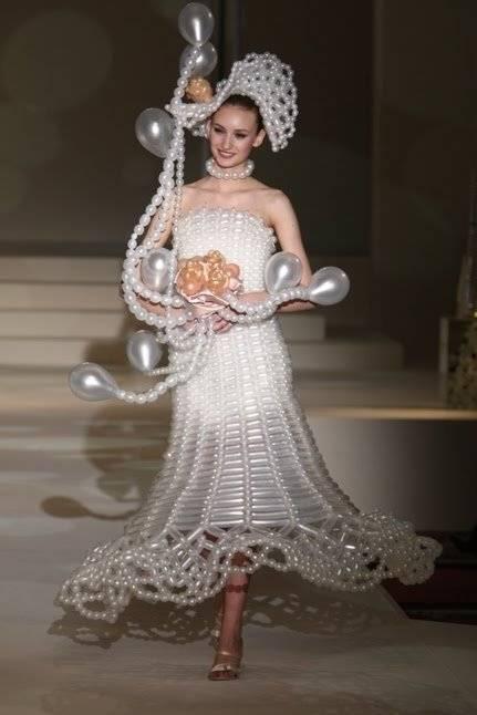 Kwikku, Gaun ini juga terbuat dari balon tapi balonnya lebih simple guys