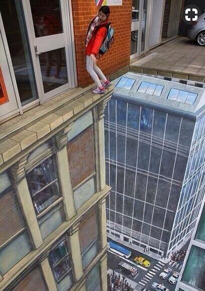 Kwikku, Dalam foto ini terlihat seperti seorang gadis yang hendak jatuh dari ketinggian Tapi tenang saja guys itu hanya jalanan yang dilukis  Dimensi loh